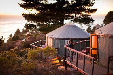 yurt-exterior-with-view