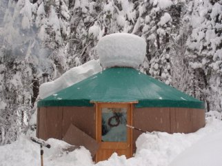 20-shelter-designs-yurt-in-snow