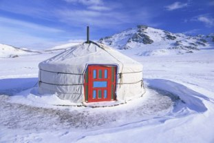 mongolian-yurt-in-winter
